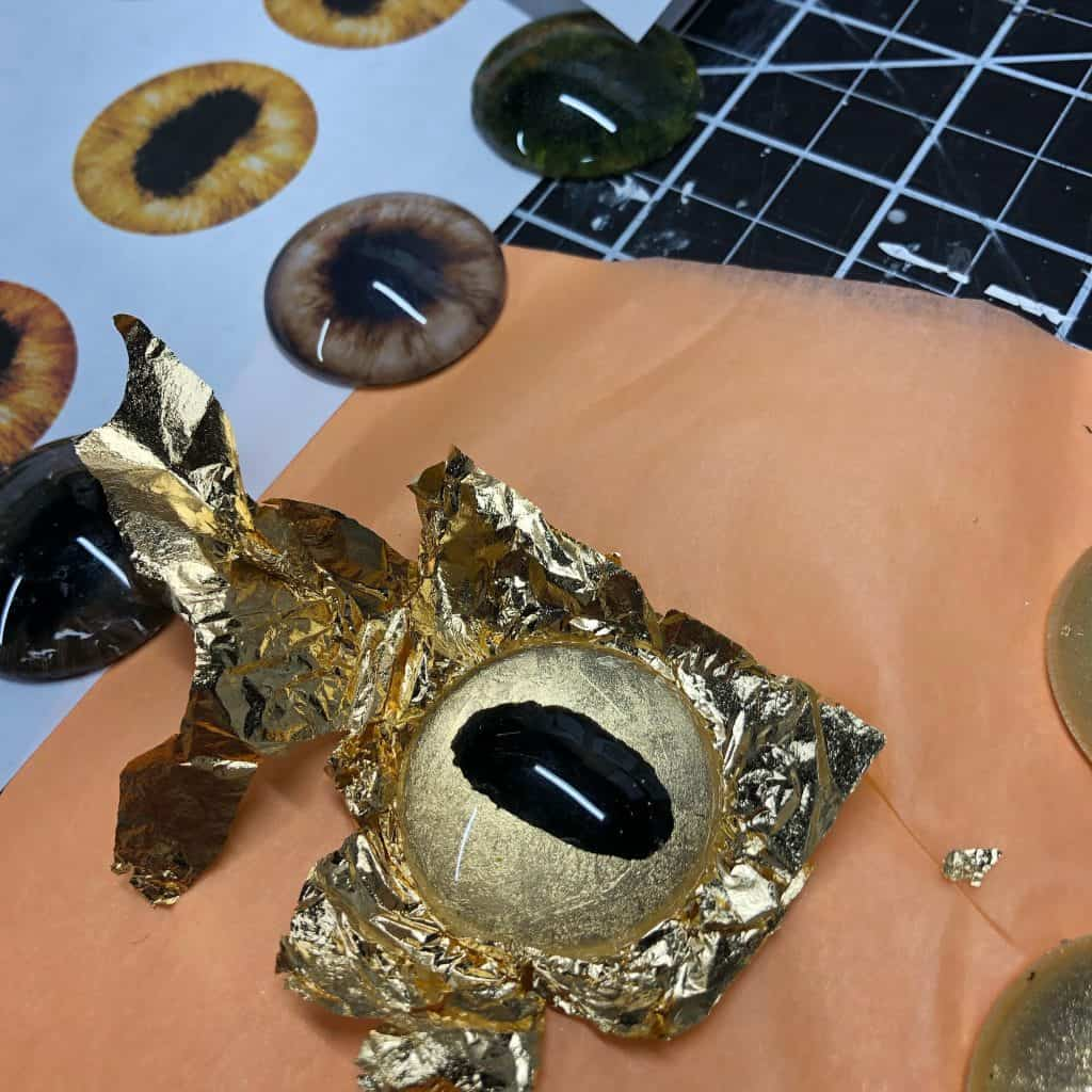Making gold leaf eyes