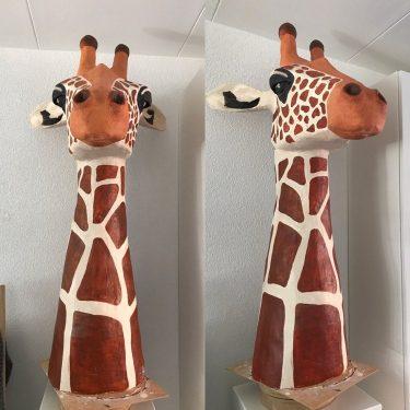 Papier mache giraf sculpture