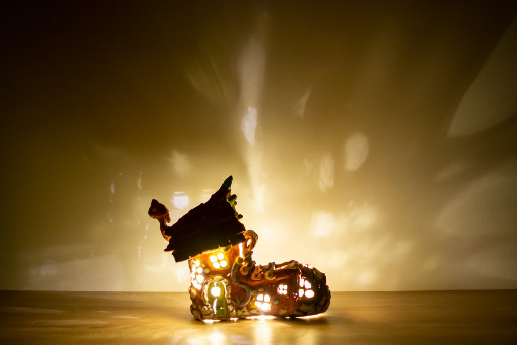 Fairytale old boot lamp