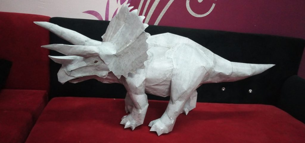 paper model of a dinosaur (trapsiratops)