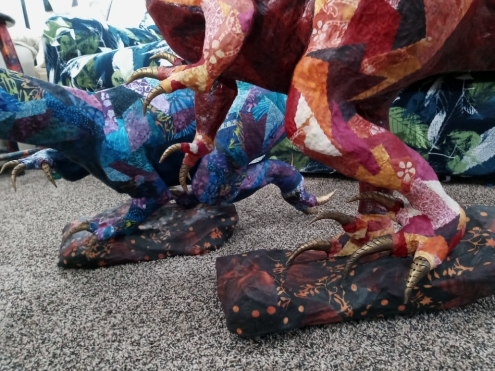 Dinosaurs-feet-base