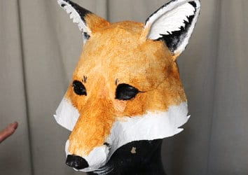 Paint your fox with acrylic paint.