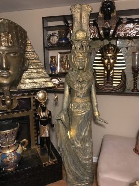 Egyptian queen statue