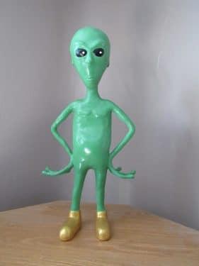 paper mache alien
